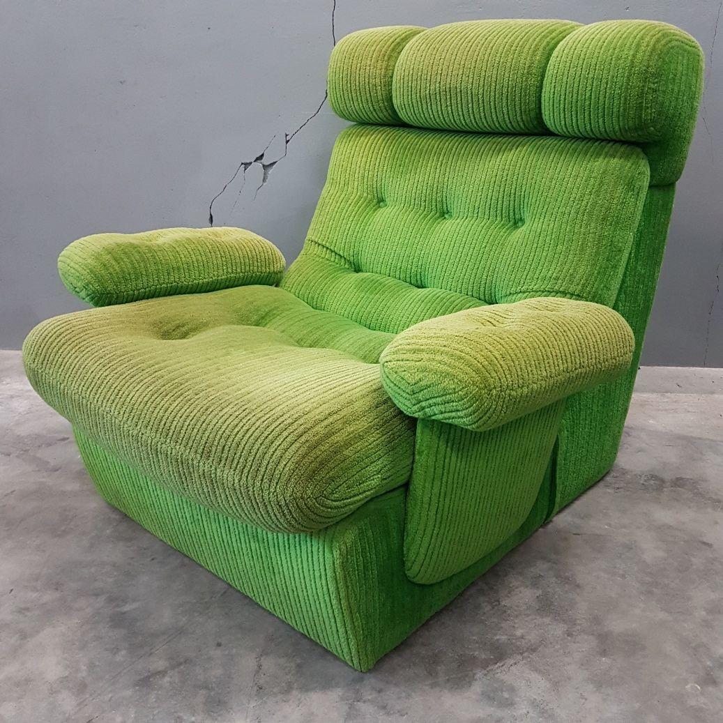gr ner vintage samt sessel 1970er bei pamono kaufen. Black Bedroom Furniture Sets. Home Design Ideas