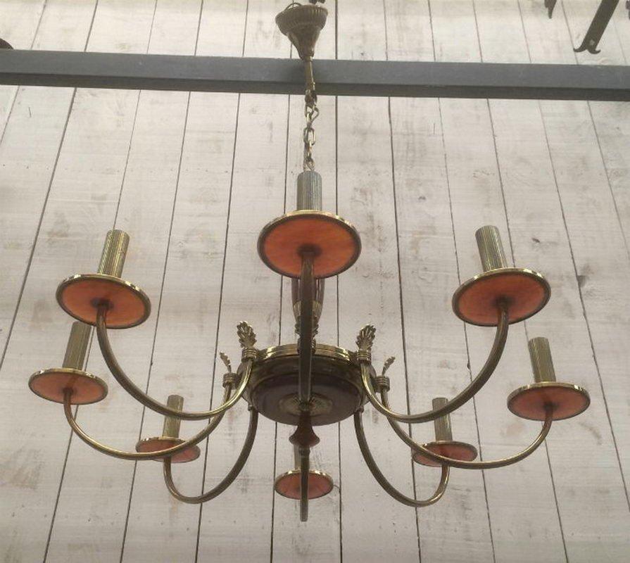 Kronleuchter aus Messing und rotem Lucite, 1970er