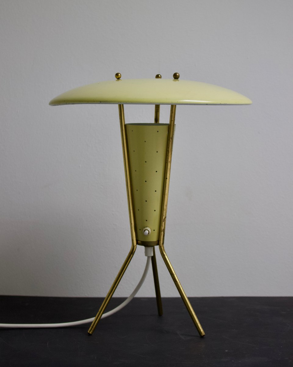 Gelbe Dreibein Lampe mit Messing Details, 1950er
