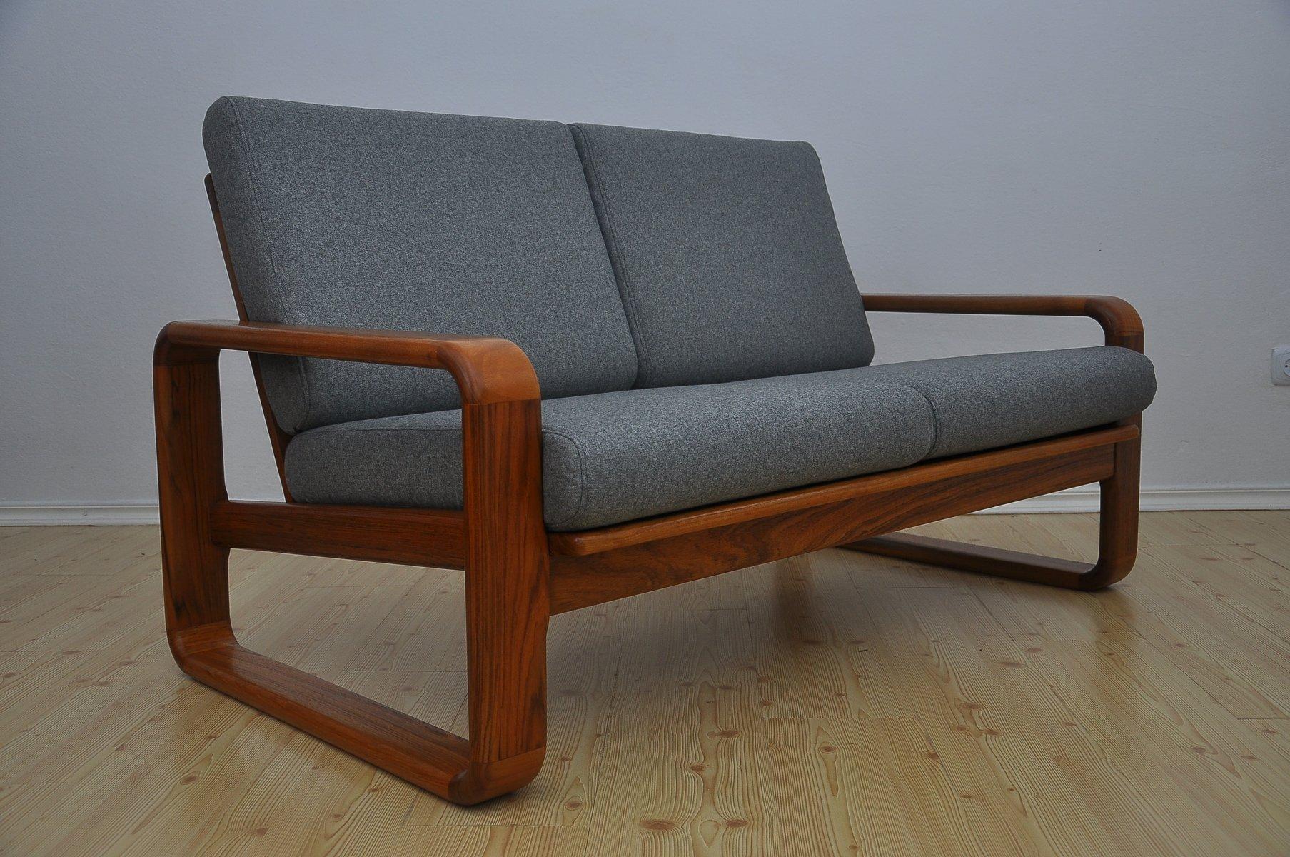 2 sitzer sofa aus massivem teakholz 1970er bei pamono kaufen. Black Bedroom Furniture Sets. Home Design Ideas