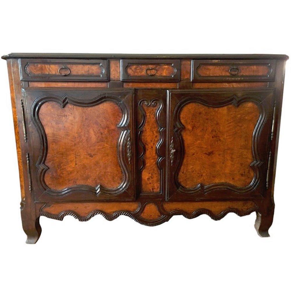 Antikes Sideboard aus geschnitztem Ulmenholz im Louis XV Stil