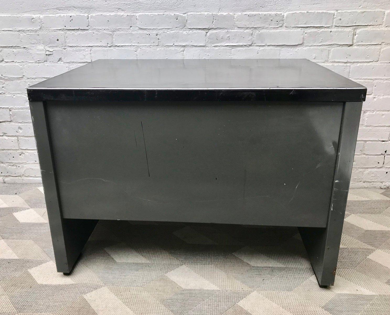 bureau vintage industriel en m tal avec tiroir 1970s en vente sur pamono. Black Bedroom Furniture Sets. Home Design Ideas