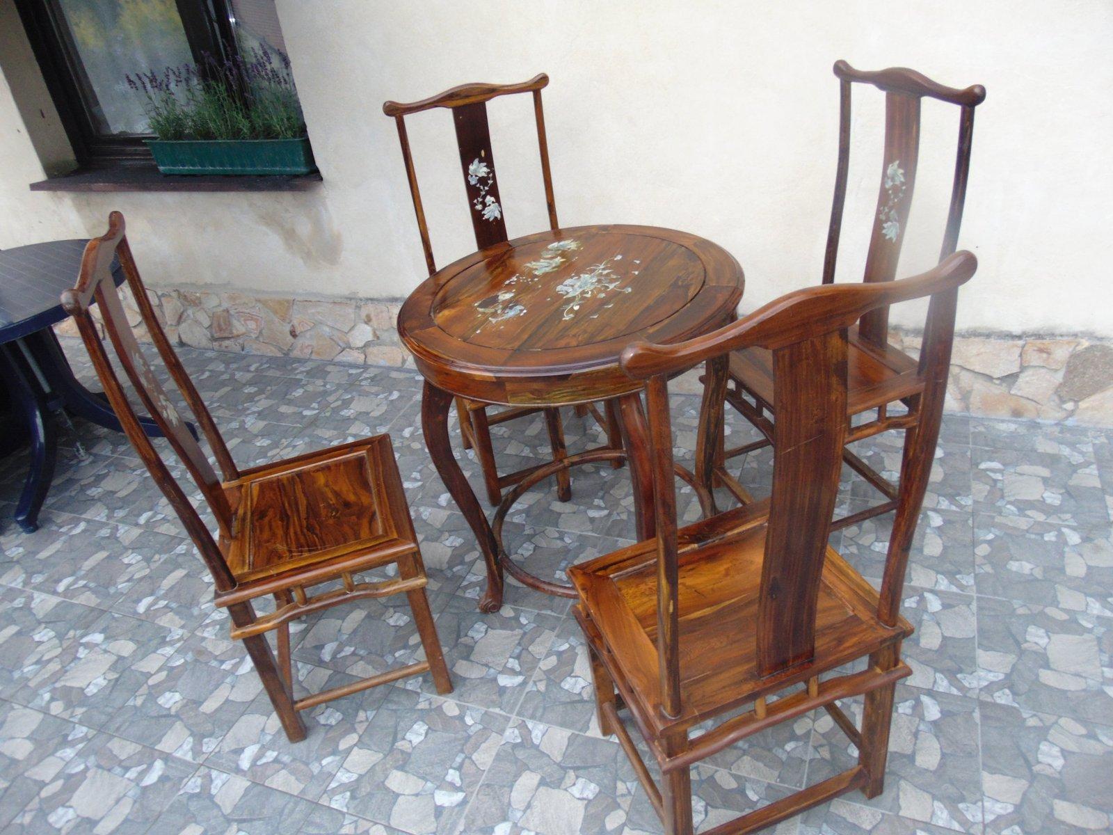 Vintage Couchtisch & 4 Stühle