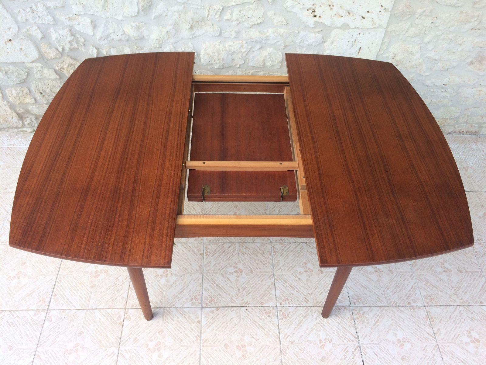 ausziehbarer skandinavischer teak esstisch mit verstecktem schmetterlingsfl gel 1960er bei. Black Bedroom Furniture Sets. Home Design Ideas