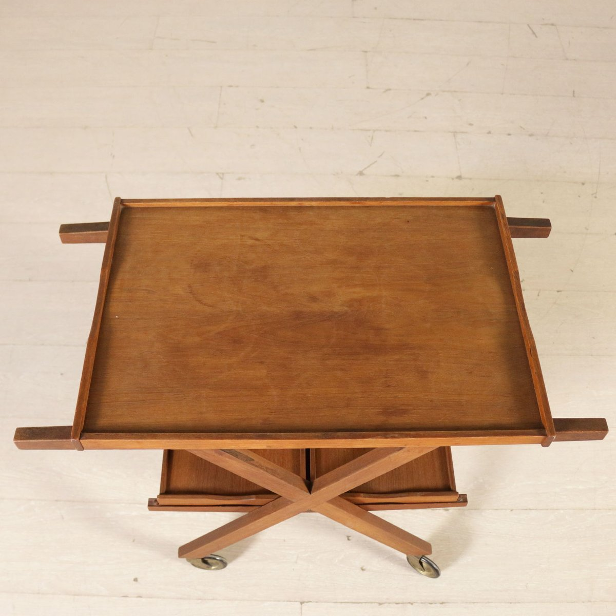 italienischer teak servierwagen 1960er bei pamono kaufen. Black Bedroom Furniture Sets. Home Design Ideas
