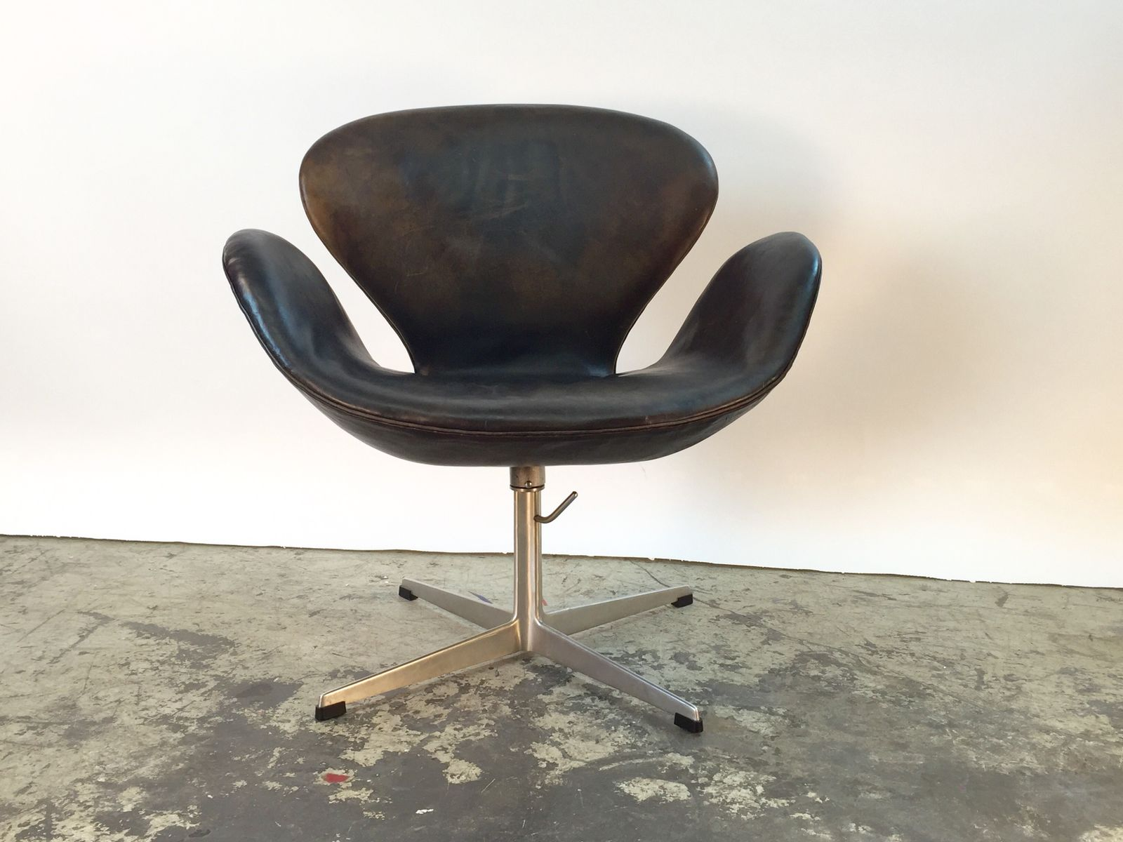 Scandinavian Swan Chair By Arne Jacobsen For Fritz Hansen 1960s