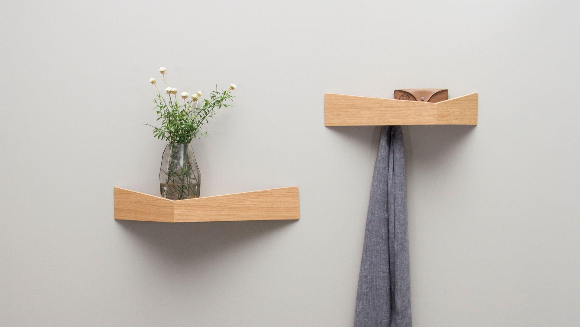 kleines pelican regal aus eichenholz mit versteckten haken von daniel garc a s nchez f r. Black Bedroom Furniture Sets. Home Design Ideas