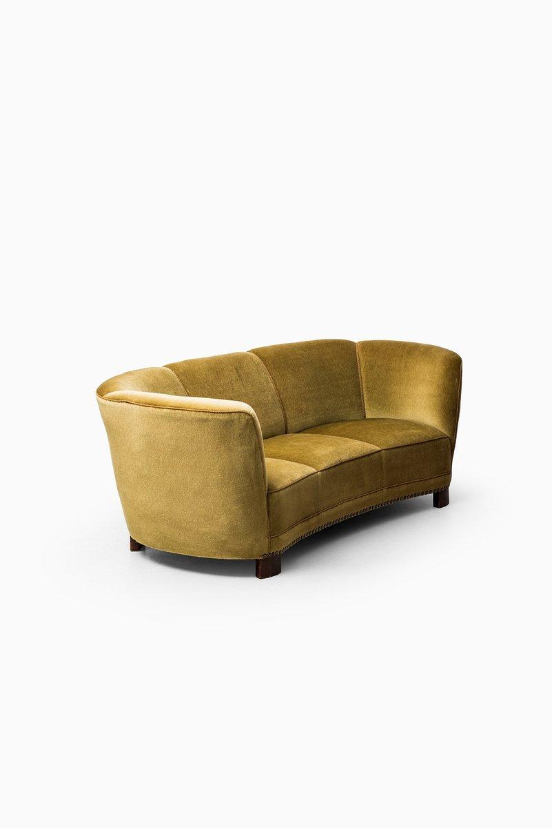 grand canap arrondi en velours vert et jaune 1930s en vente sur pamono. Black Bedroom Furniture Sets. Home Design Ideas