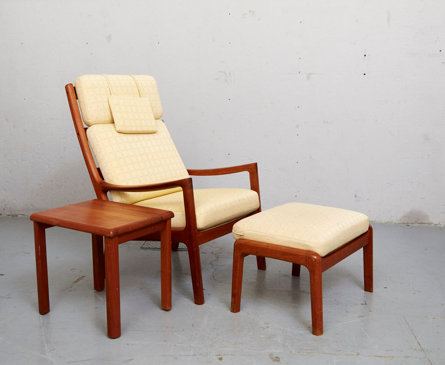 Mesa auxiliar, otomana y sillón Senator vintage de Ole Wanscher para ...