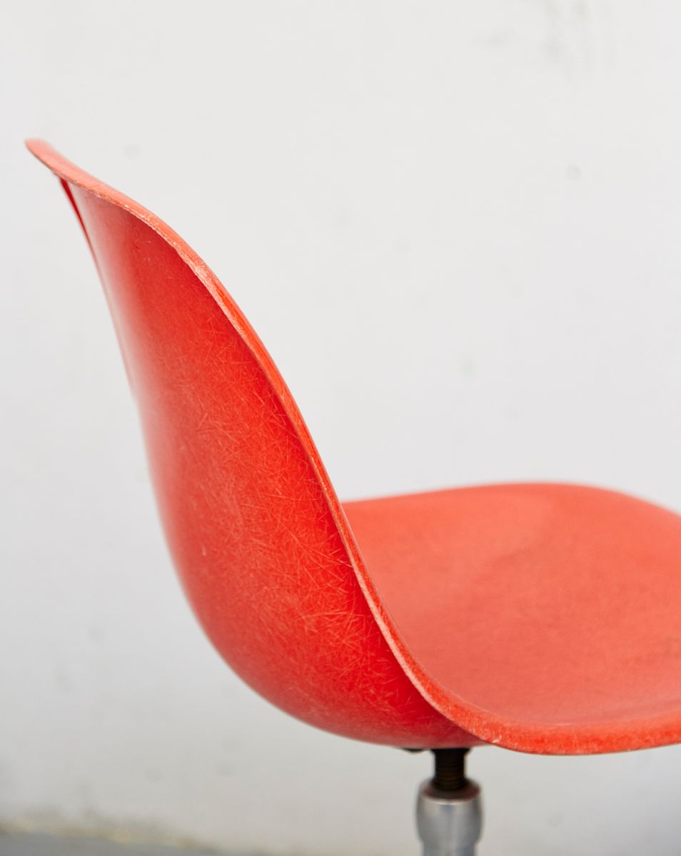 vintage ec123 barhocker von charles ray eames f r vitra. Black Bedroom Furniture Sets. Home Design Ideas