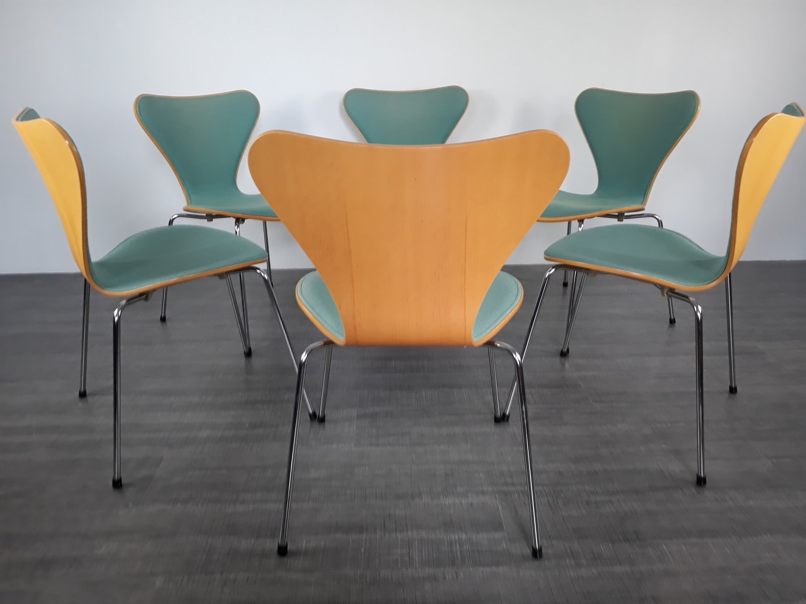 Model 3107 Dining Chairs By Arne Jacobsen For Fritz Hansen