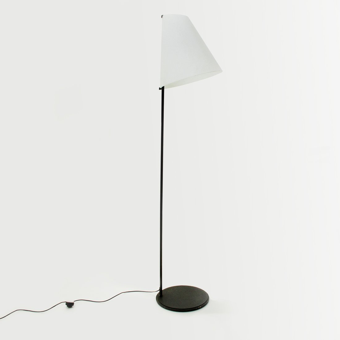 Micene Stehlampe mit Opalglas Schirm von Leucos, 1990er