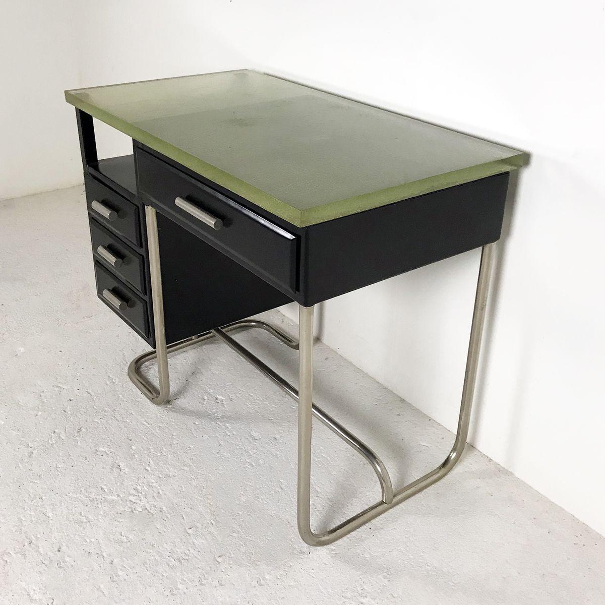 schreibtisch aus schwarz lackiertem metall mit dicker. Black Bedroom Furniture Sets. Home Design Ideas