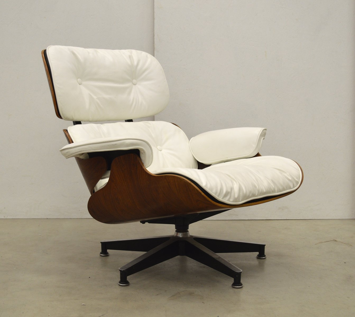 lounge chair by ray charles eames for herman miller. Black Bedroom Furniture Sets. Home Design Ideas