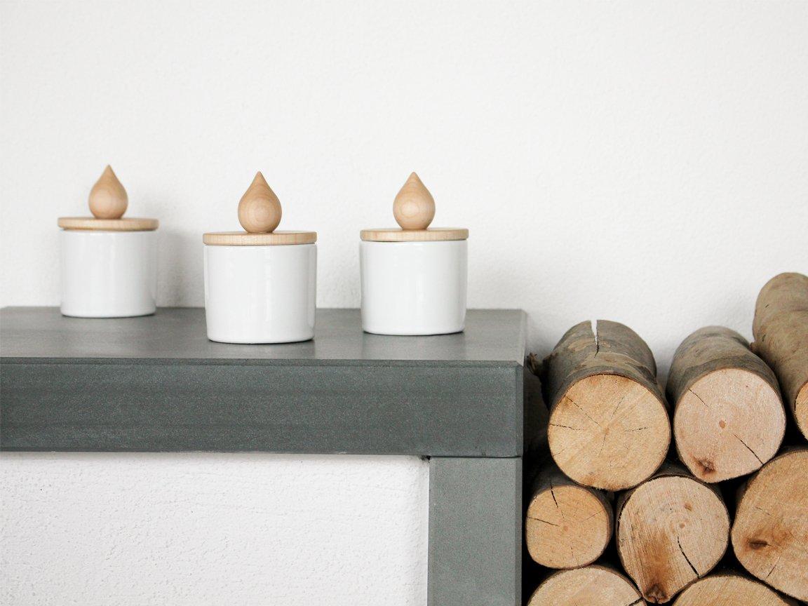 weißer fiamma kerzenständer aus keramik & holz von artful
