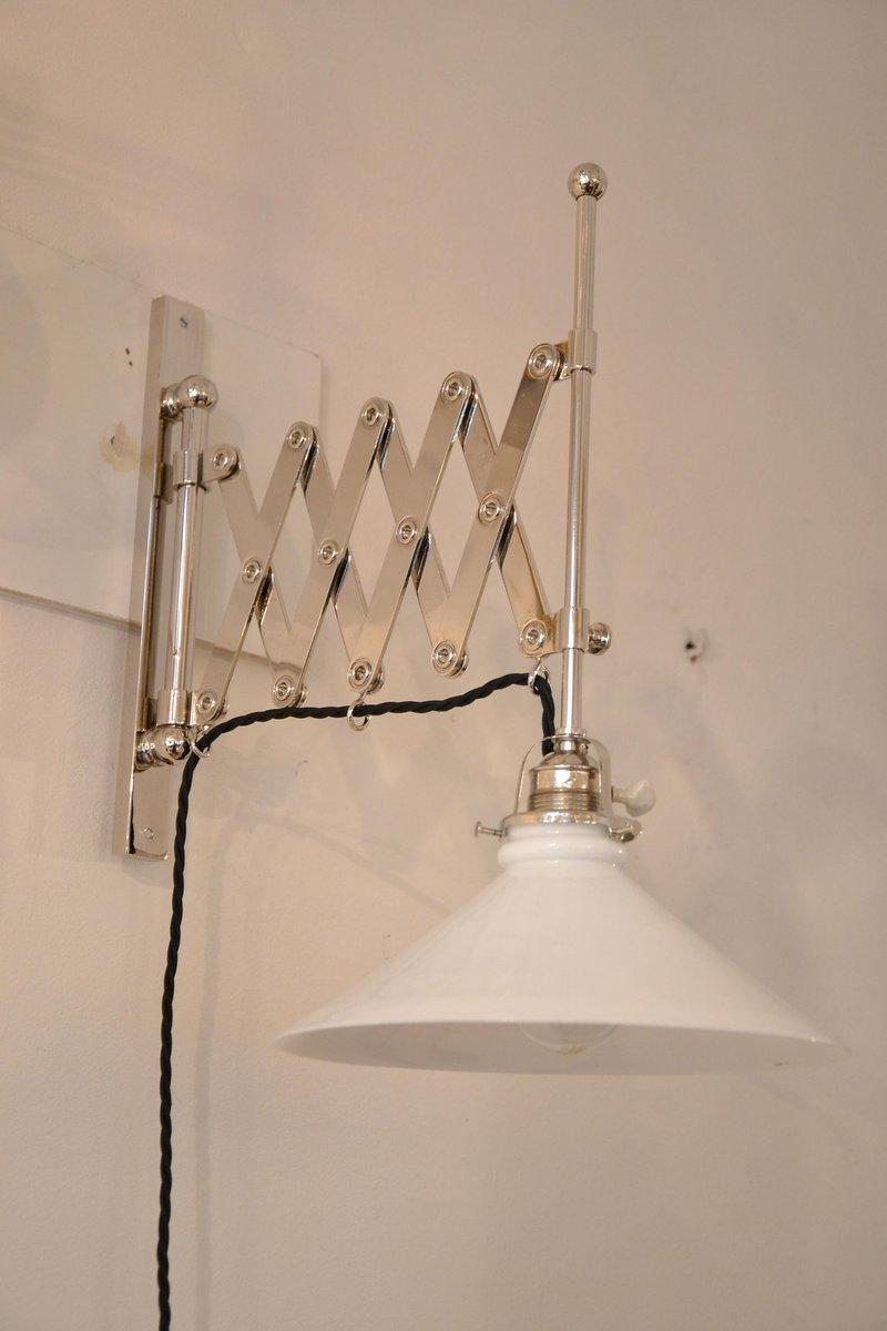 Anpassbare Art Deco Wandlampe mit Vernicklung & Opalglas, 1920er