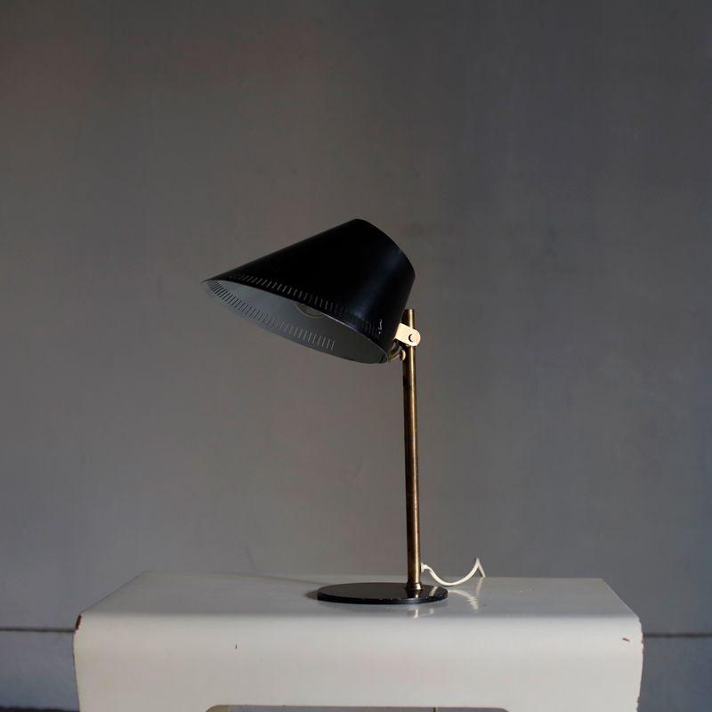9227 Tischlampe von Paavo Tynell, 1950er