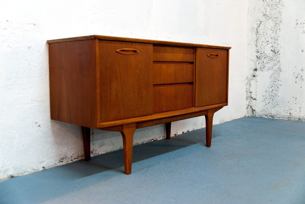 mid century sideboard mit schiebet ren von jentique bei pamono kaufen. Black Bedroom Furniture Sets. Home Design Ideas