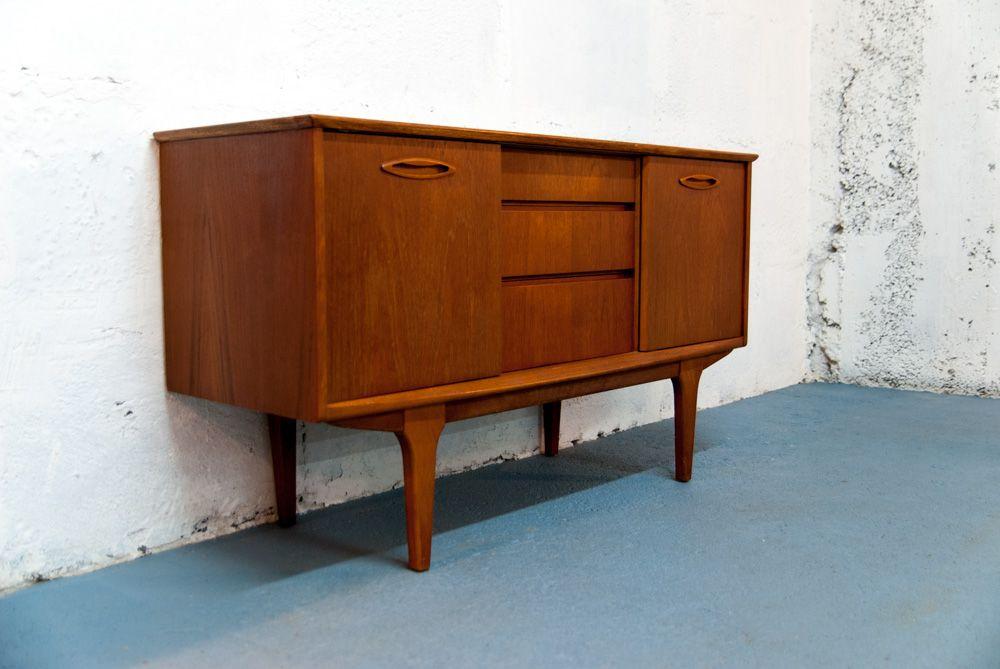mid century sideboard mit schiebet ren von jentique bei pamono kaufen. Black Bedroom Furniture Sets. Home Design Ideas