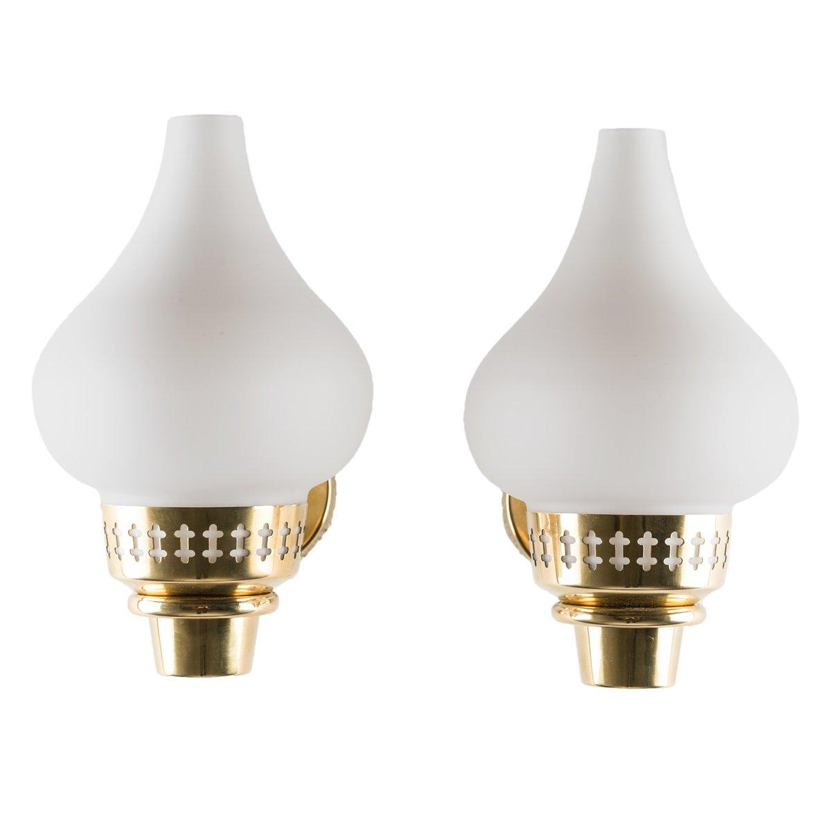 Schwedische Wandlampen aus Messing & Opalglas von Hans Bergström für A...