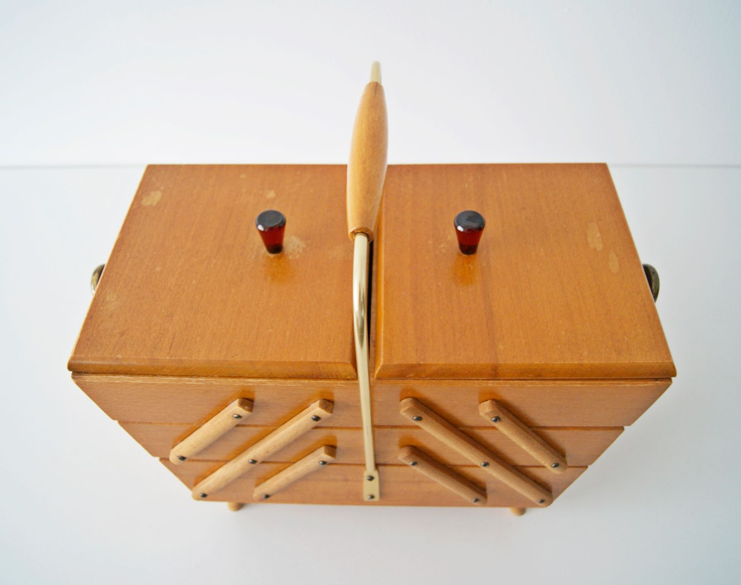 holz n hkasten mit inhalt 1950er bei pamono kaufen. Black Bedroom Furniture Sets. Home Design Ideas