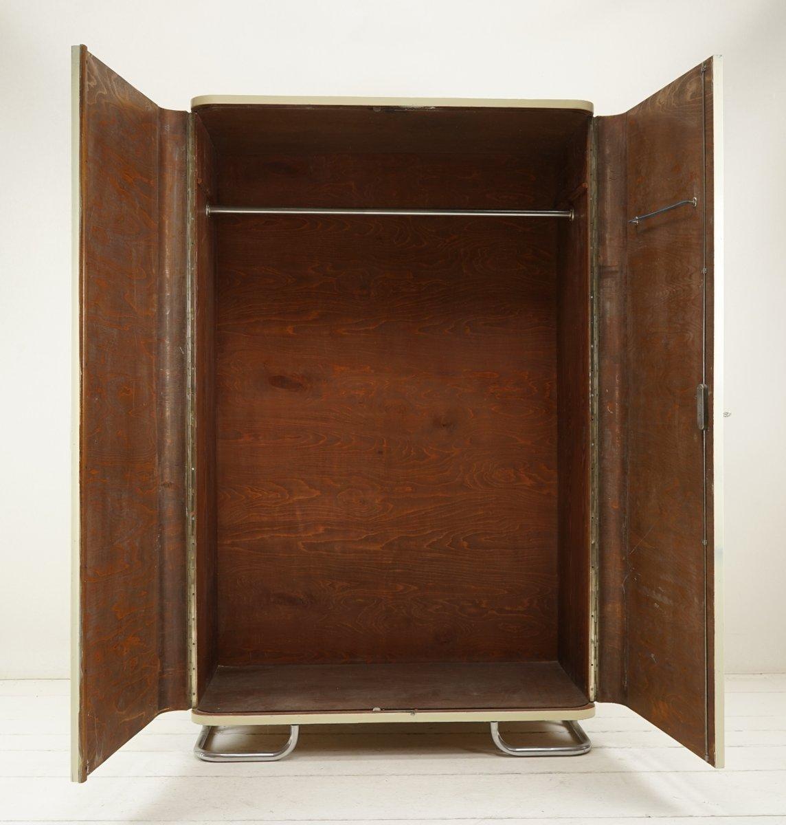 perlwei er bauhaus kleiderschrank von hynek gottwald bei pamono kaufen. Black Bedroom Furniture Sets. Home Design Ideas