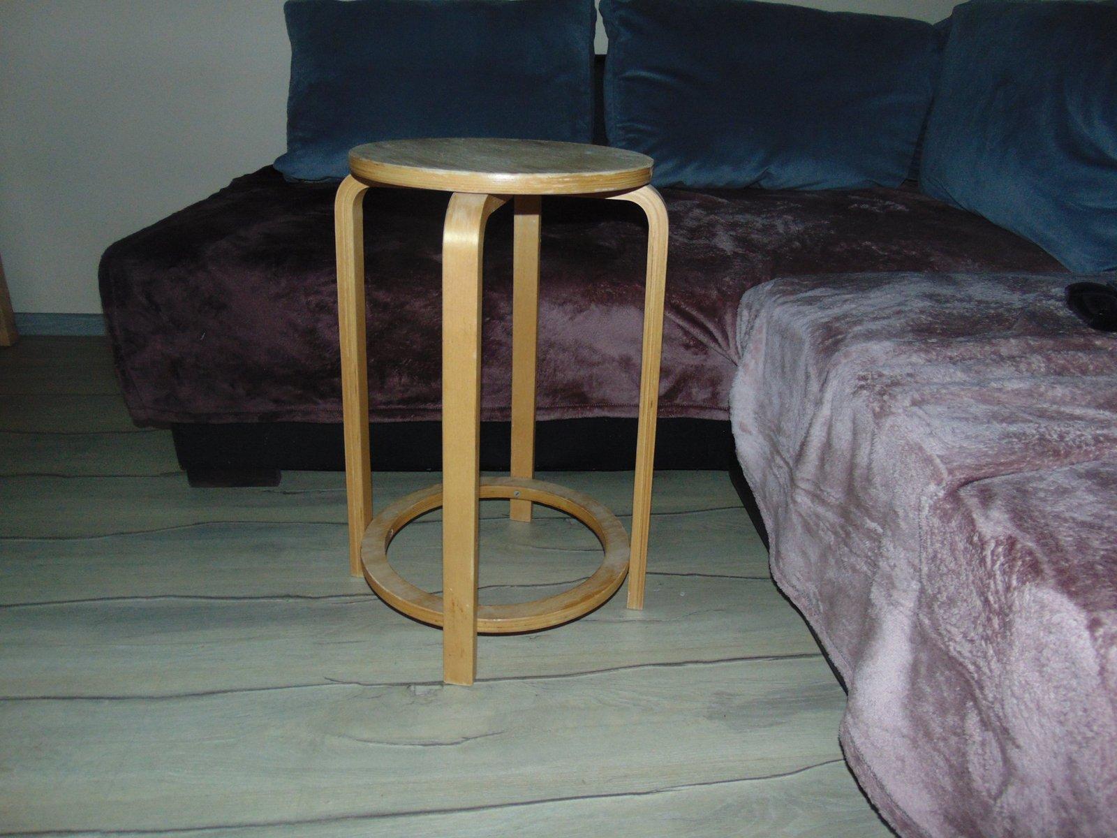 Sgabello vintage in legno scandinavia in vendita su pamono