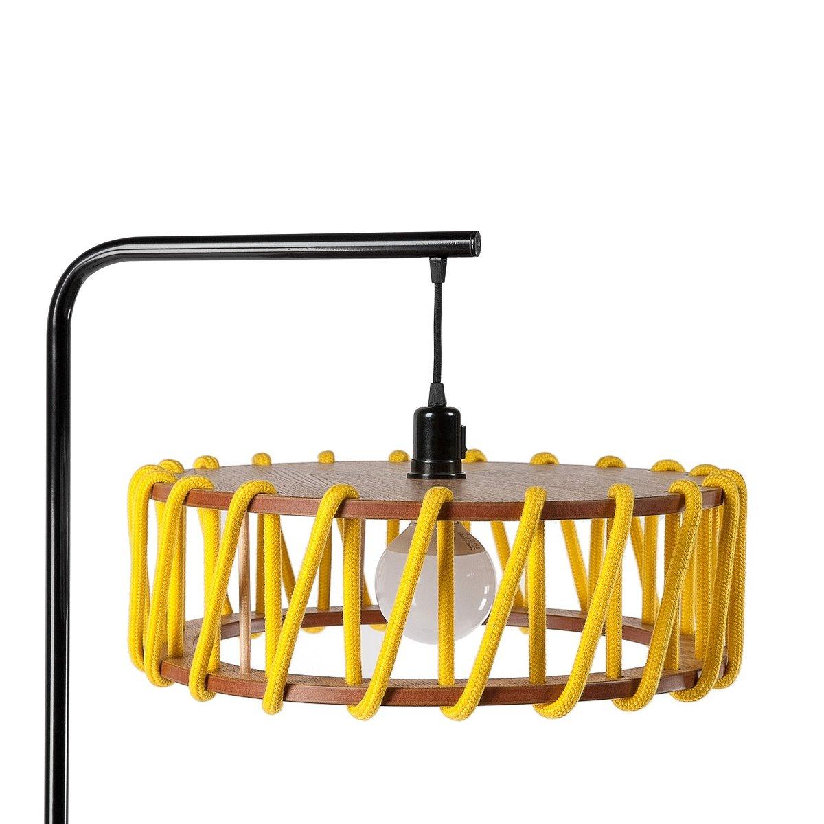 Schwarze Macaron Stehlampe mit großem gelben Schirm von Silvia Ceñal f...