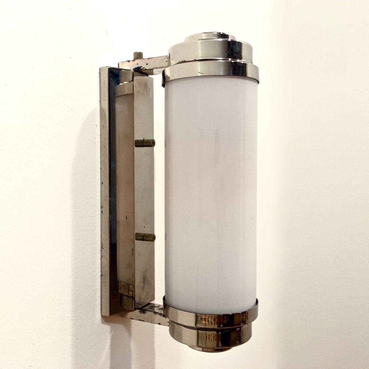 Röhrenförmige Wandlampe aus verchromtem Messing & Opalglas, 1970er