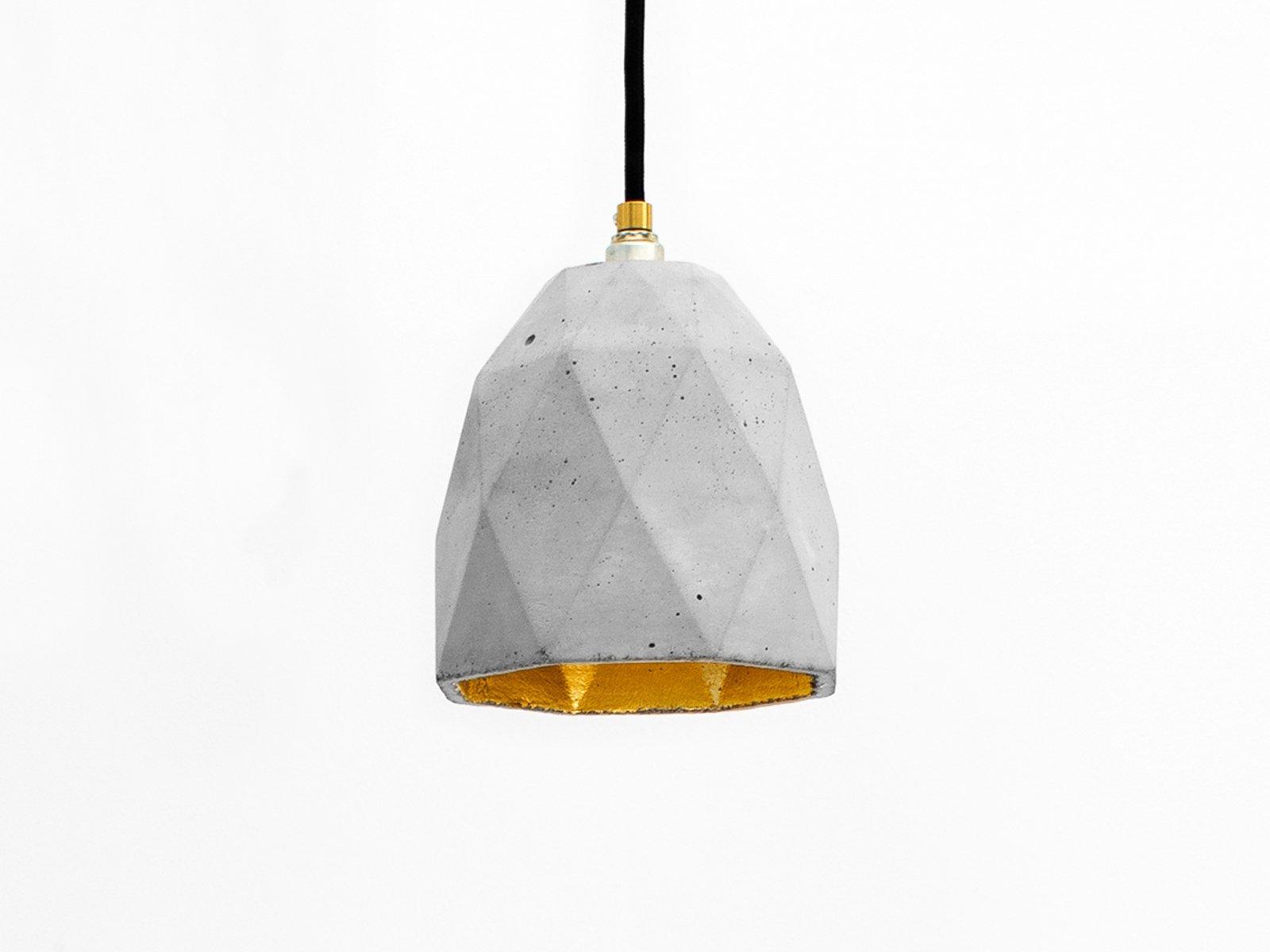 [T1] Beton Dreieck Hängelampe mit metallischem Interieur von Stefan Ga...