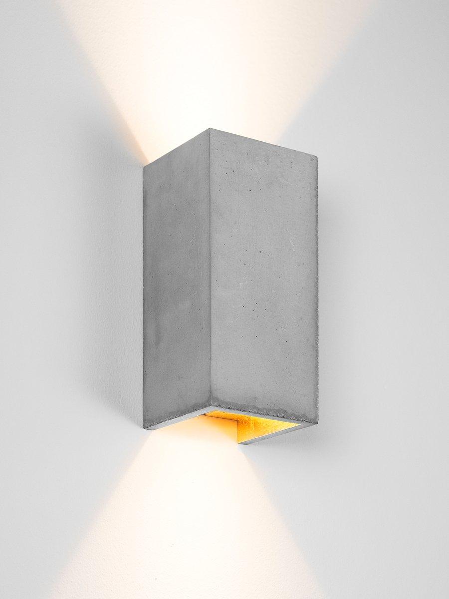 [B8] rechteckige Wandlampe aus hellem Zement & Gold von Stefan Gant fü...