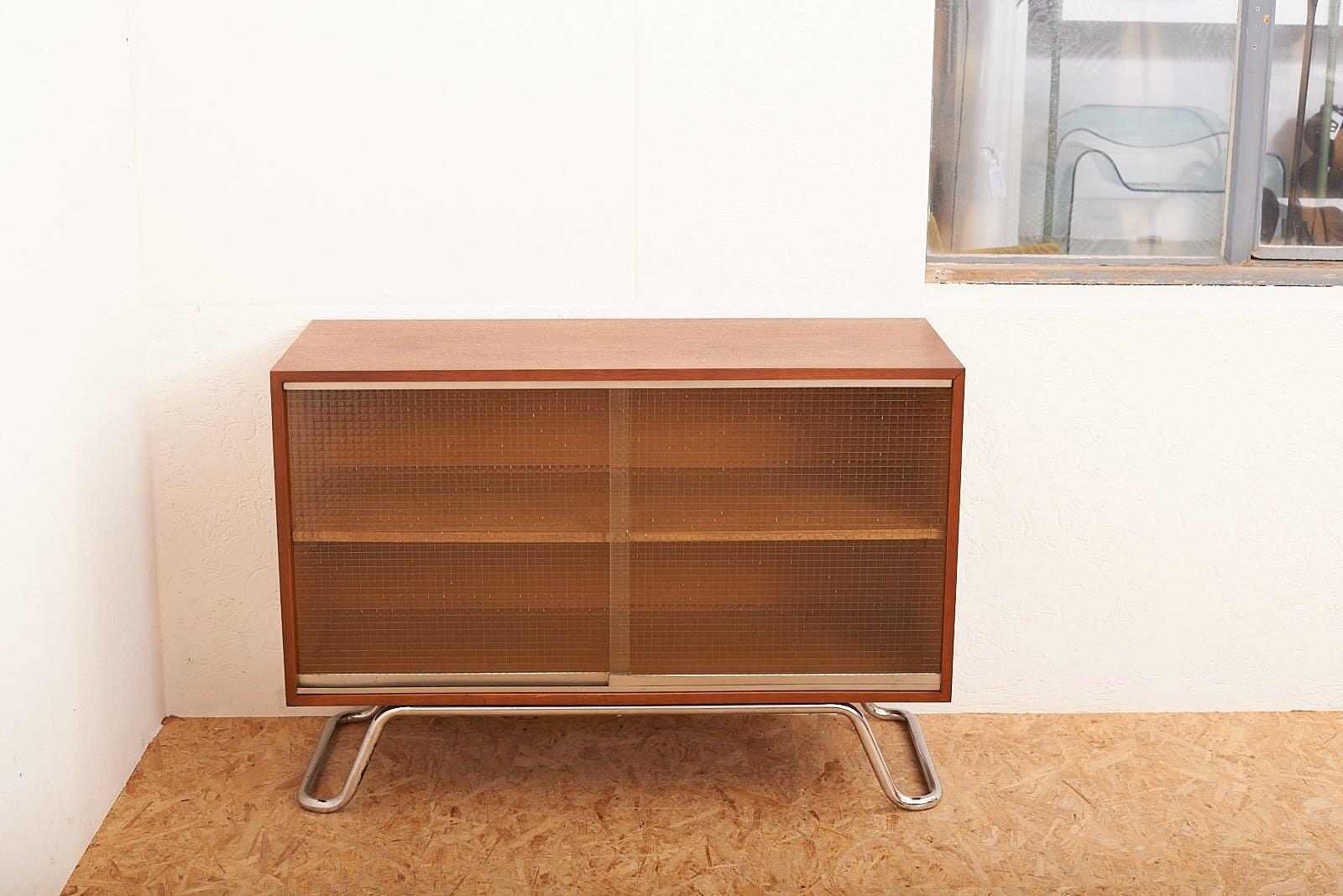 sideboard mit drahtglas schiebet ren 1950er bei pamono kaufen. Black Bedroom Furniture Sets. Home Design Ideas