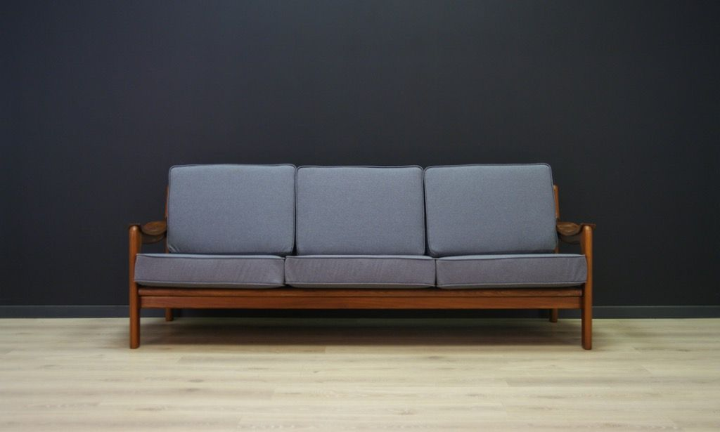 Charmant Vintage Danish Grey Fabric Sofa