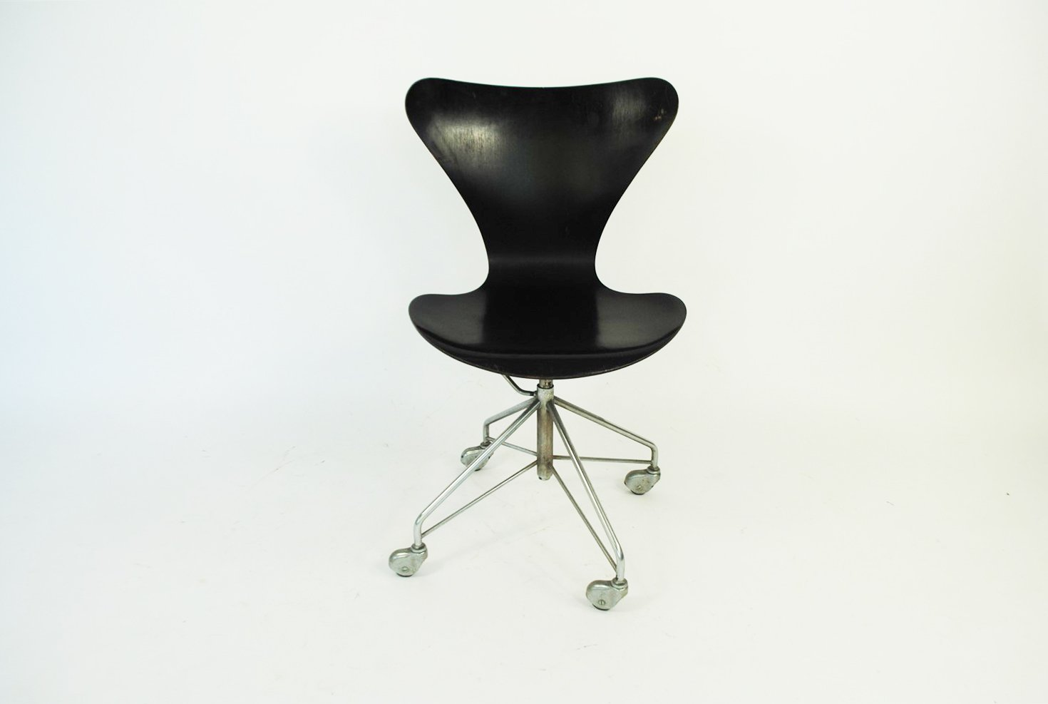 Arne jacobsen office chair Model 3217 Desk Chair By Arne Jacobsen For Fritz Hansen 1963 7 103400 Price Per Piece Pamono Desk Chair By Arne Jacobsen For Fritz Hansen 1963 For Sale At Pamono