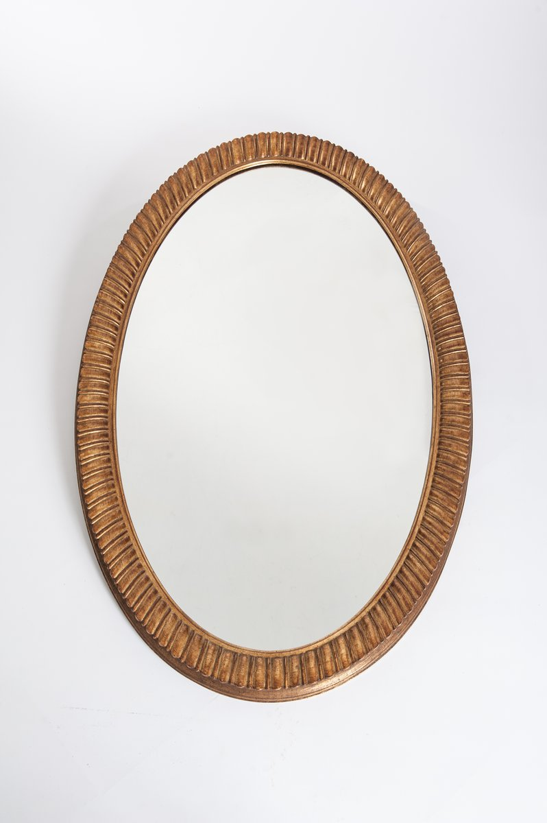 gro er ovaler spiegel mit geriffeltem vergoldetem metall rahmen 1970er bei pamono kaufen. Black Bedroom Furniture Sets. Home Design Ideas