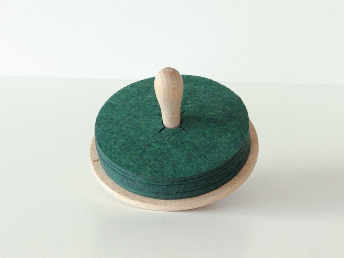 brillo set mit gr nen filz untersetzern auf holz kreisel von artful casacontemporanea bei pamono. Black Bedroom Furniture Sets. Home Design Ideas