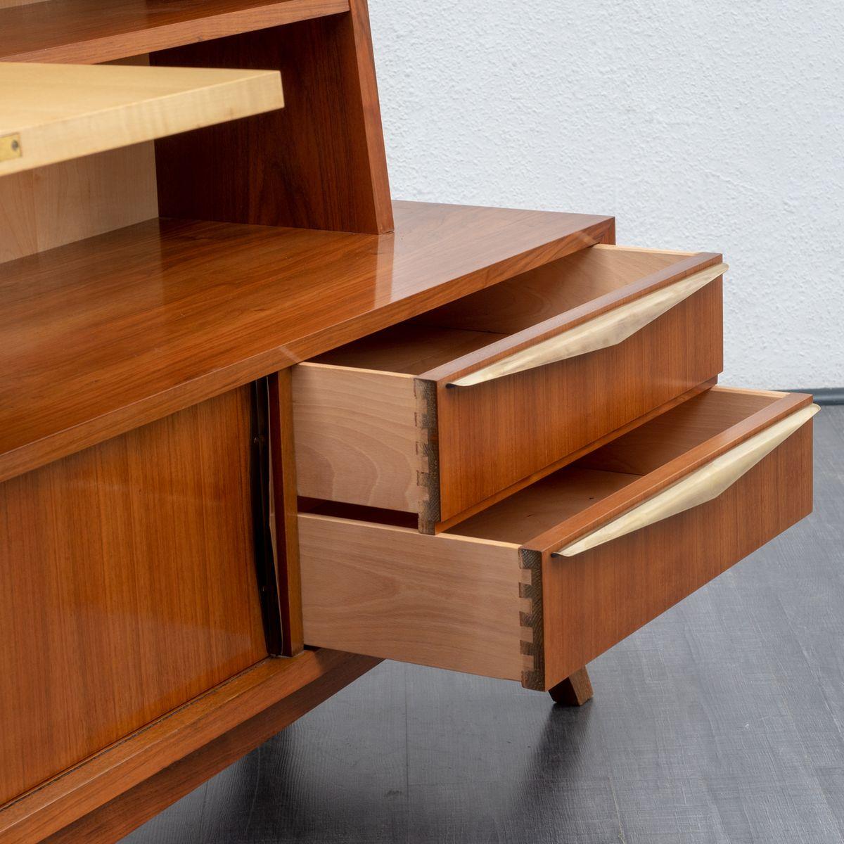 mid century sideboard mit nussholz ahorn regalen bei pamono kaufen. Black Bedroom Furniture Sets. Home Design Ideas