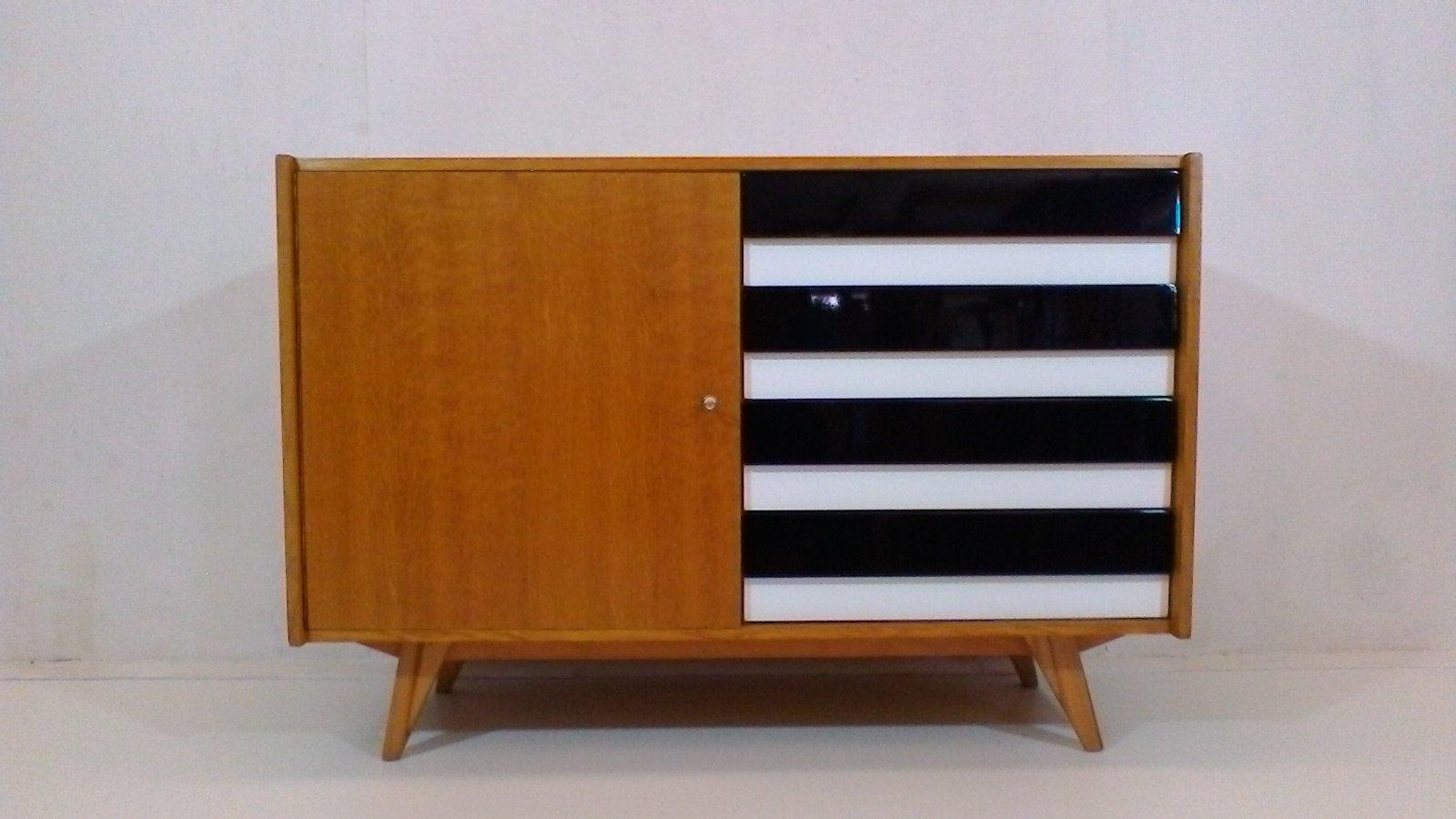 Kleines Sideboard von Ji?í Jiroutek für Interier Praha, 1963