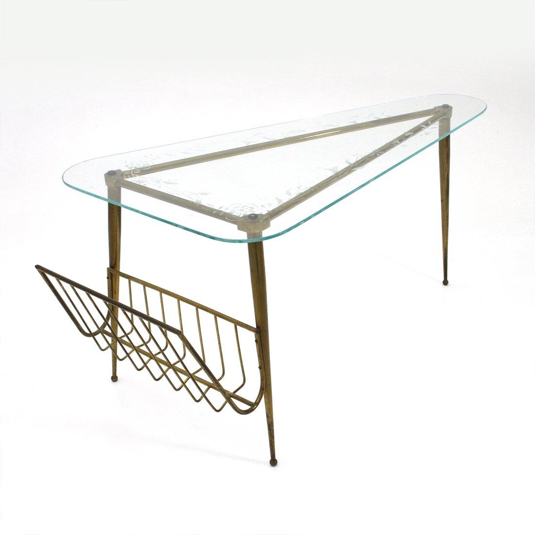 dreieckiger italienischer messing glas couchtisch 1950er bei pamono kaufen. Black Bedroom Furniture Sets. Home Design Ideas