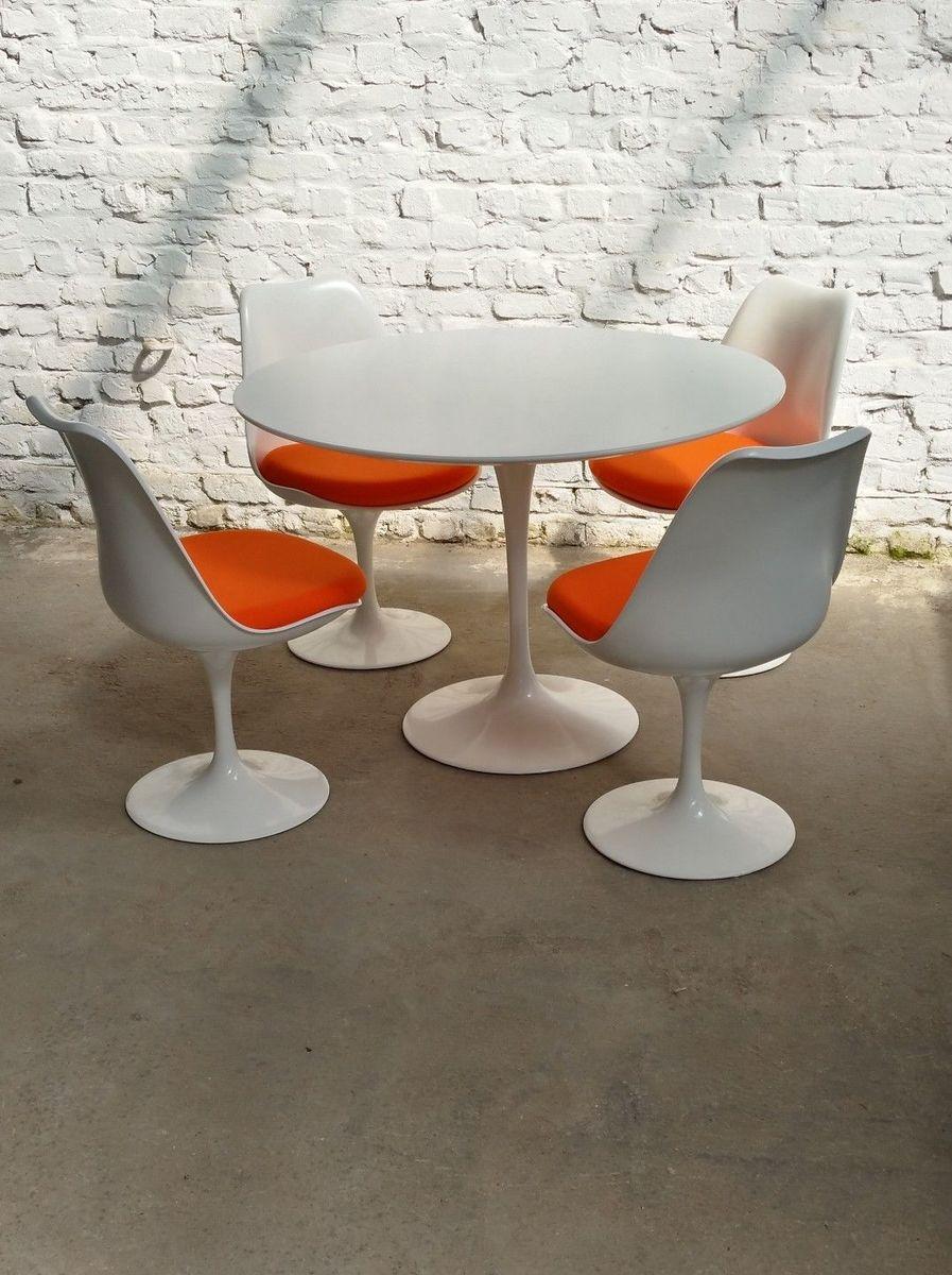 mid century tulip esstisch 4 st hle von eero saarinen f r knoll international 1970er bei. Black Bedroom Furniture Sets. Home Design Ideas