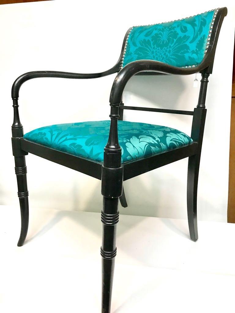 fauteuil vintage avec tissu d 39 ameublement en soie en vente. Black Bedroom Furniture Sets. Home Design Ideas