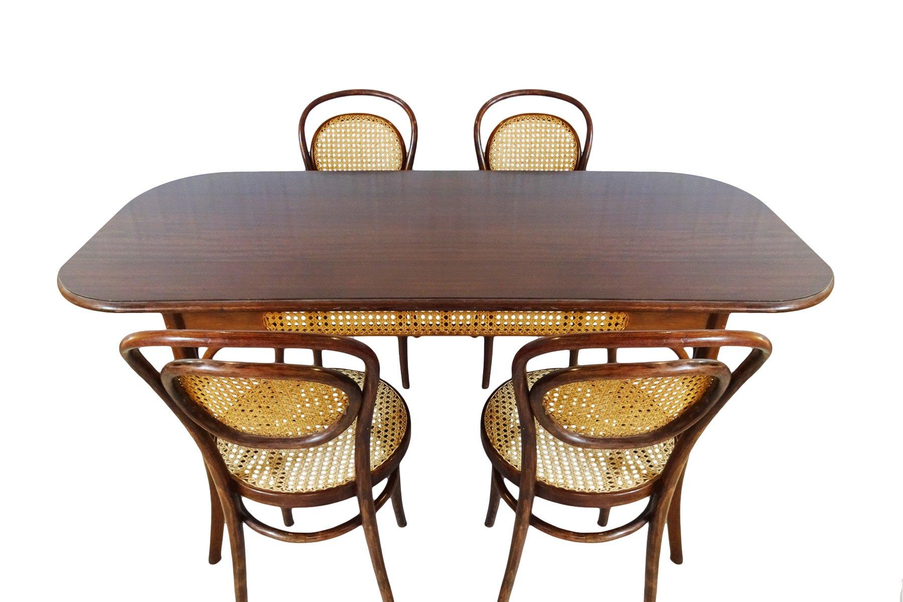 Tavoli Da Pranzo Antichi : Tavolo da pranzo e sedie nr antiche di michael thonet per zpm