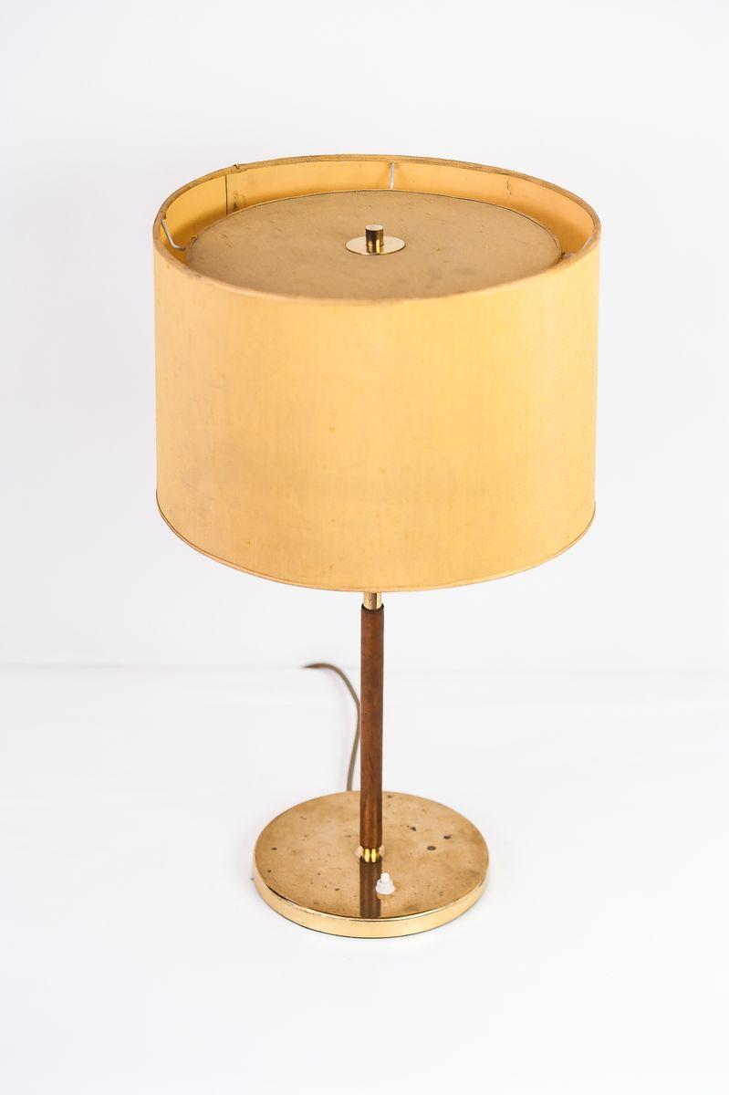 tischlampe mit ledergestell gelbem schirm von kalmar 1950er bei pamono kaufen. Black Bedroom Furniture Sets. Home Design Ideas