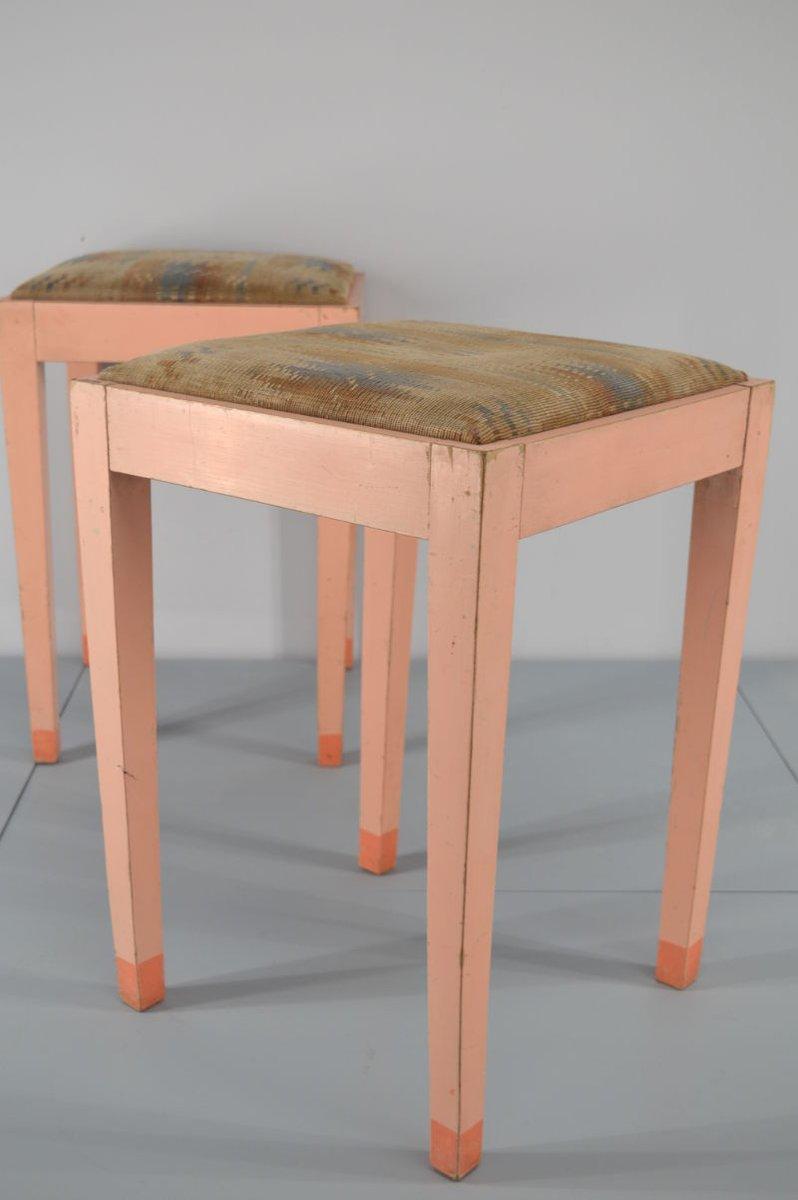 lachsfarbener hocker mit grafischem bezug 1920er 2er set bei pamono kaufen. Black Bedroom Furniture Sets. Home Design Ideas