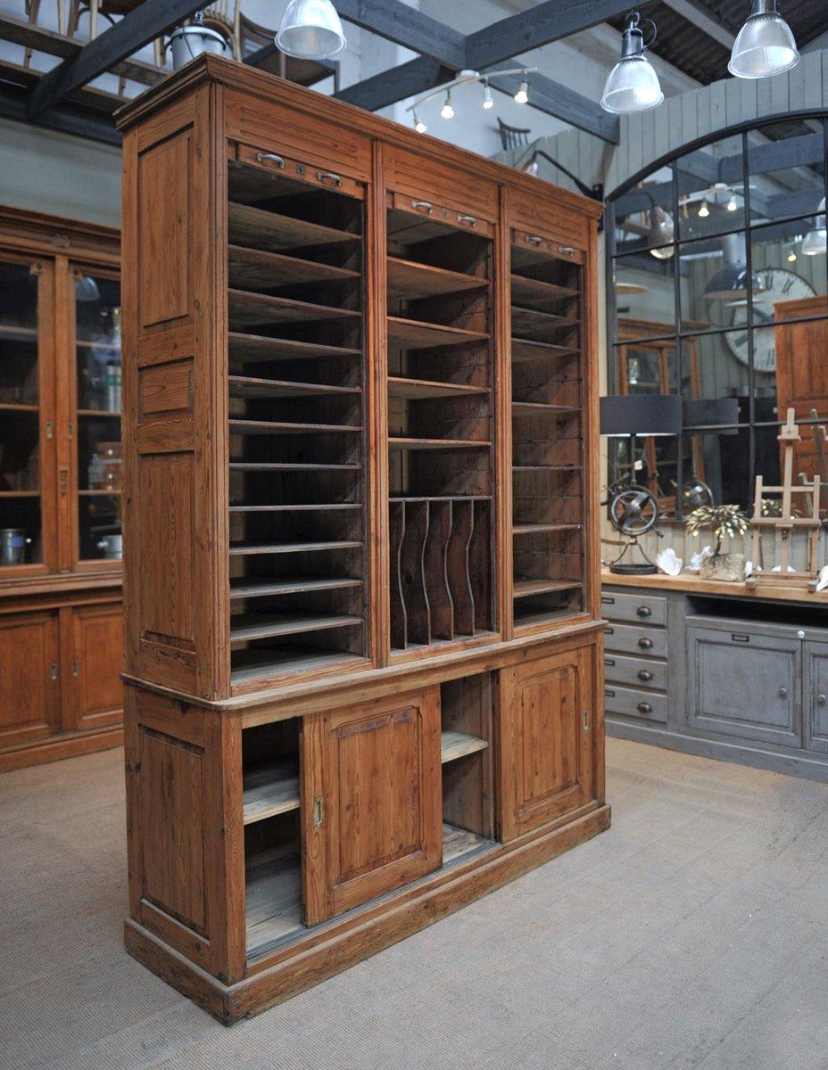 tannenholz schrank mit rollt ren schiebet ren 1900er bei pamono kaufen. Black Bedroom Furniture Sets. Home Design Ideas