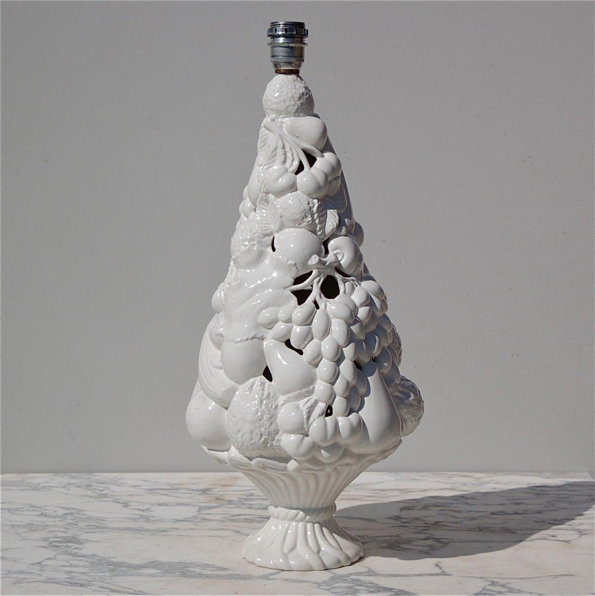 Weiße italienische Keramik Fruchtkorb Tischlampe, 1970er
