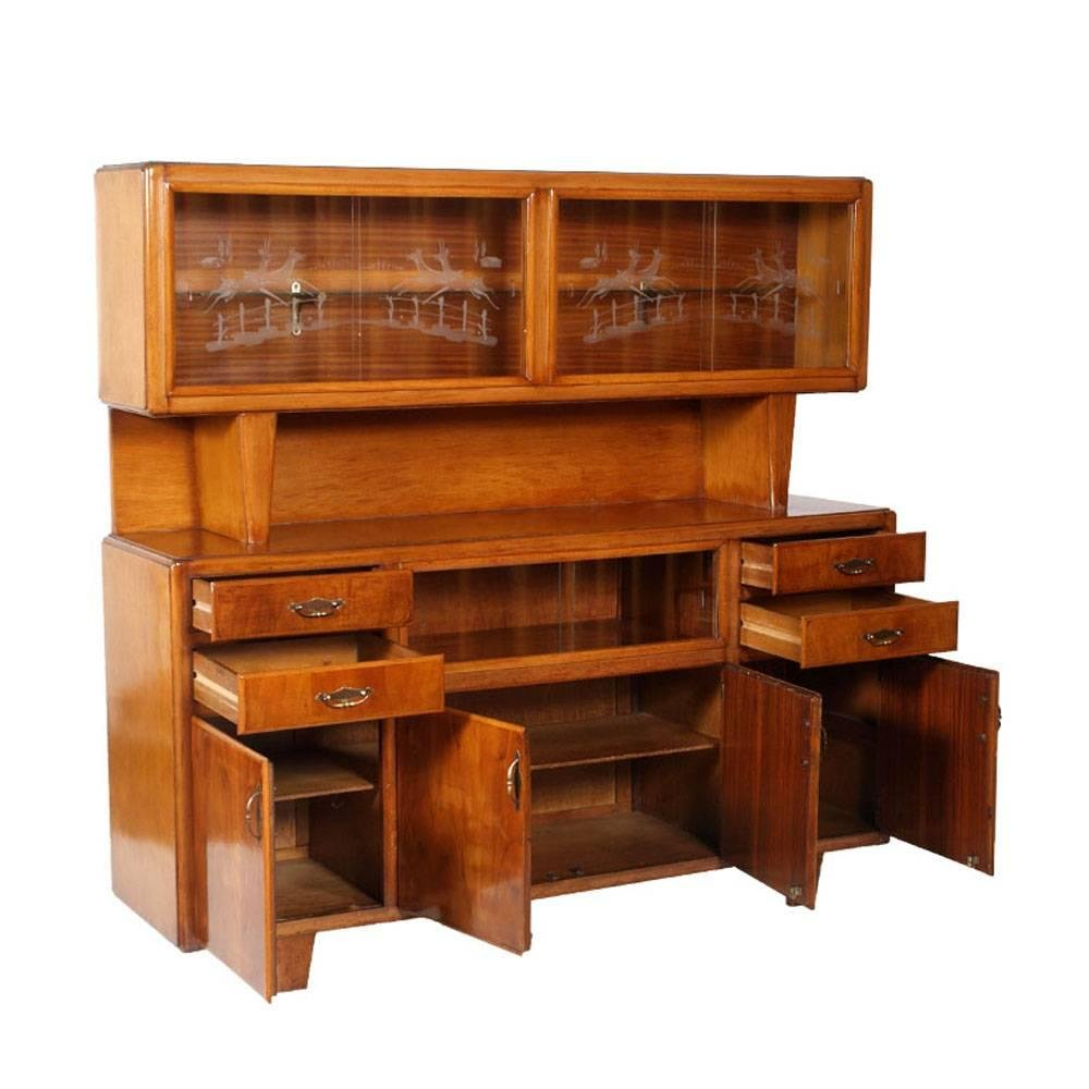italienisches art deco nussholz sideboard mit vitrine 1940er bei pamono kaufen. Black Bedroom Furniture Sets. Home Design Ideas