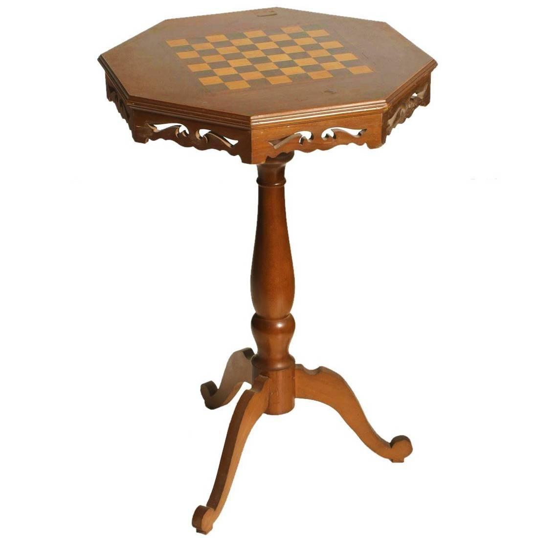 Kleiner Mid-Century Schach Spieltisch in Walnuss   Kinderzimmer > Kindertische   Braun