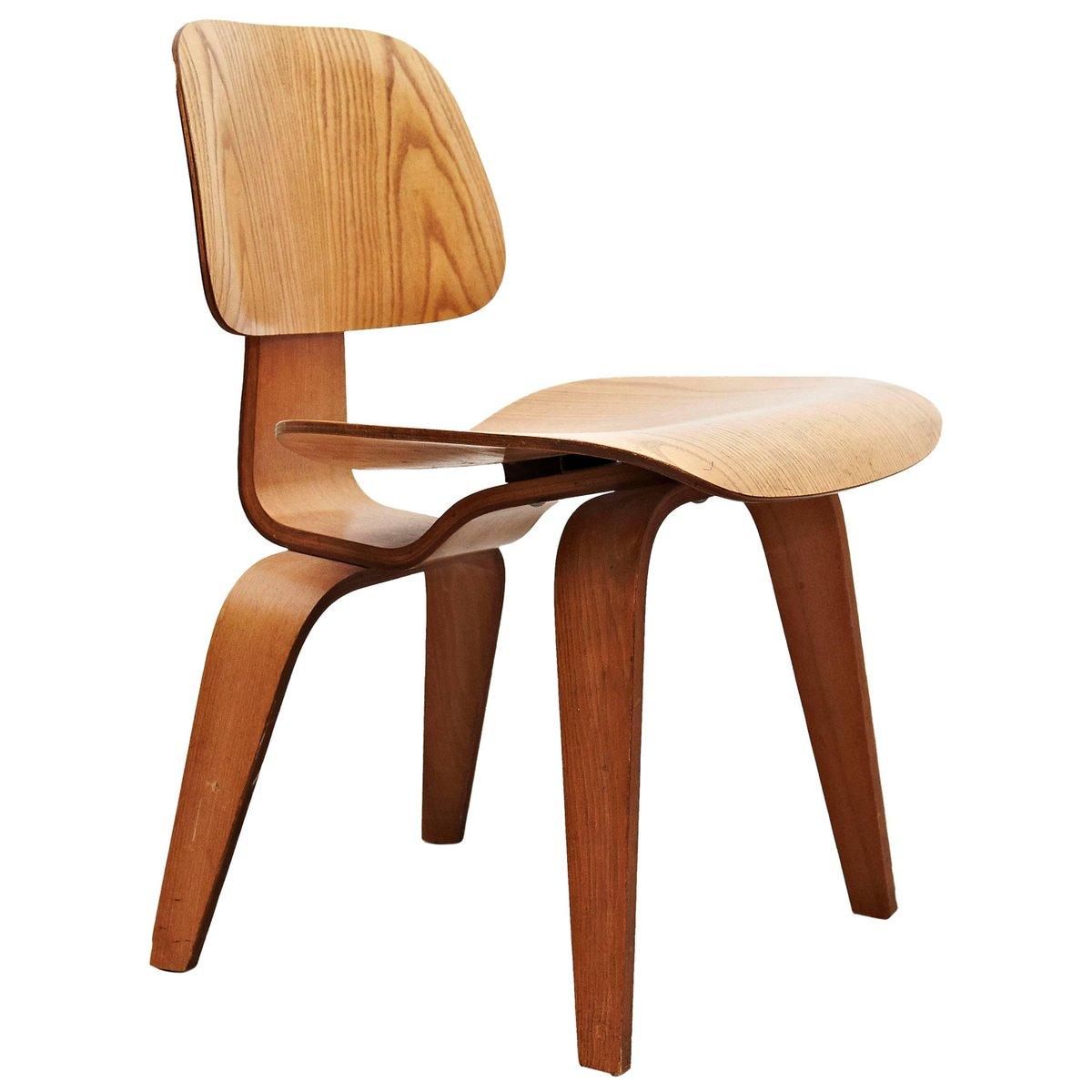 dcw stuhl von charles ray eames f r herman miller 1950er bei pamono kaufen. Black Bedroom Furniture Sets. Home Design Ideas