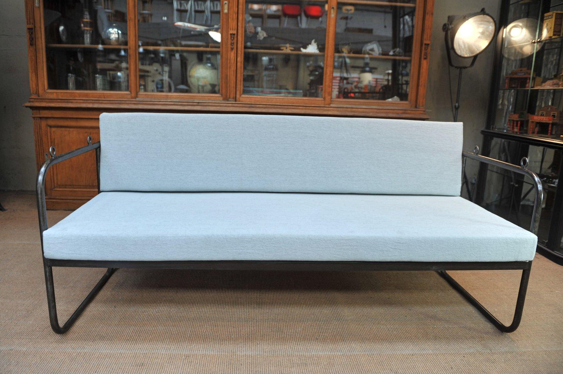 gartenbank oder schlafsofa aus metall 1920er bei pamono kaufen. Black Bedroom Furniture Sets. Home Design Ideas